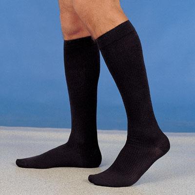 costo moderato stile distintivo scegli autentico Il calzino da uomo? Lungo, Scuro ed Elegante… - Calzediseta